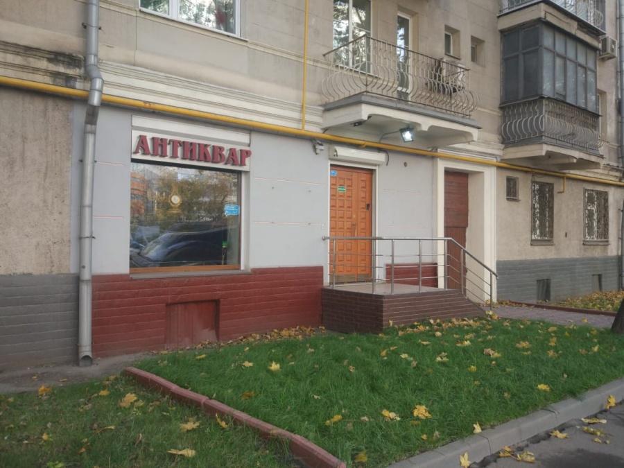 "Магазин ""Антиквар"", Беговая улица, 32."